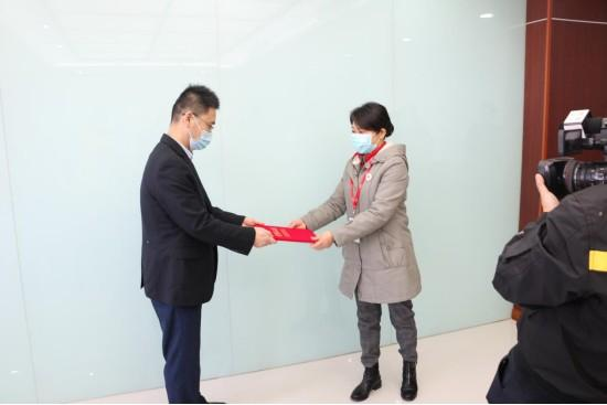南京九建向六合区红十字会捐款,齐心协力共抗疫情!-第3张图片-南京九建