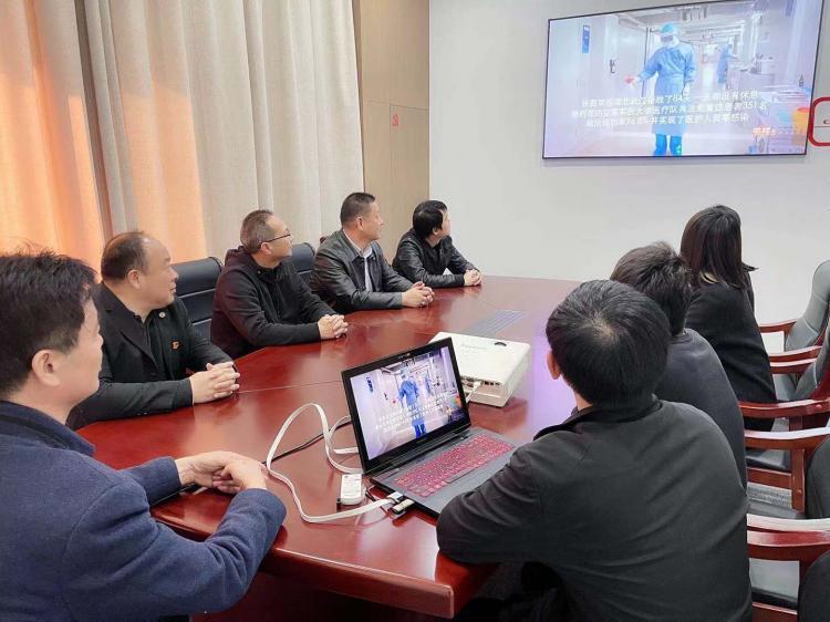 九建公司组织党员及群众观看主题教育片《榜样5》-第2张图片-南京九建